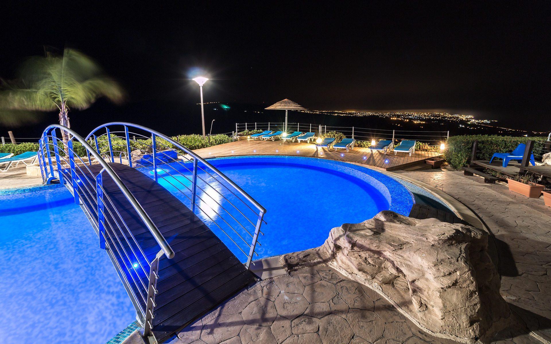 Nachtbaden in Schwimmhallen und Freibädern der Sportbäder Leipzig GmbH